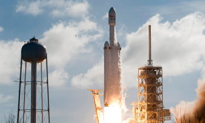 SpaceX Wins $130 Million Military Launch Contract for Falcon Heavy Rocket