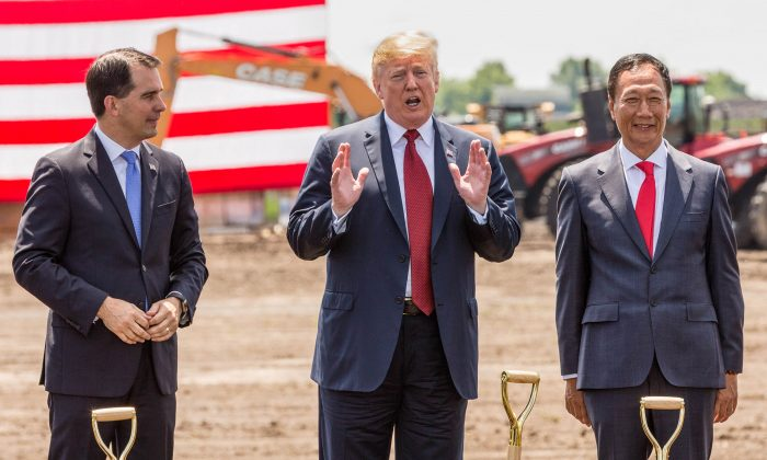 President Donald Trump (C), Wisconsin Gov. Scott Walker (L), and Foxconn CEO Terry Gou at the groundbreaking for the Foxconn Technology Group computer screen plant in Mt Pleasant, Wis., on June 28, 2018. (Andy Manis/Getty Images)