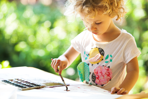 Online art instruction abounds for interested, creative kids. (Shutterstock)