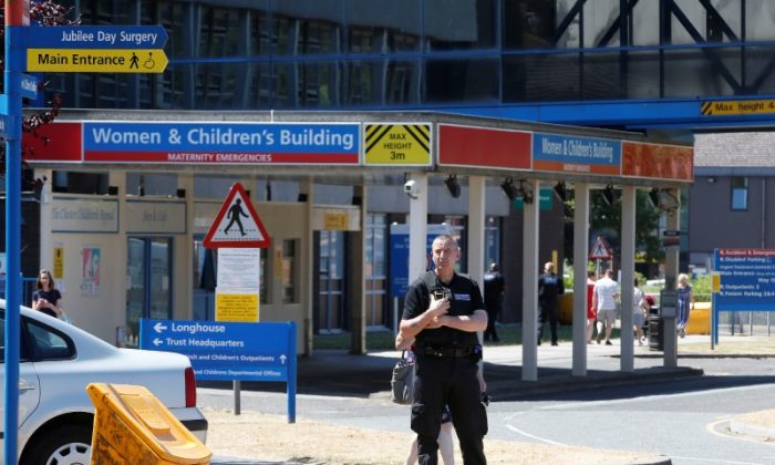 A security officer stands outside the entrance to the Countess of Chester Hospital, Chester, United Kingdom, July 3, 2018. (Reuters/Andrew Yates)