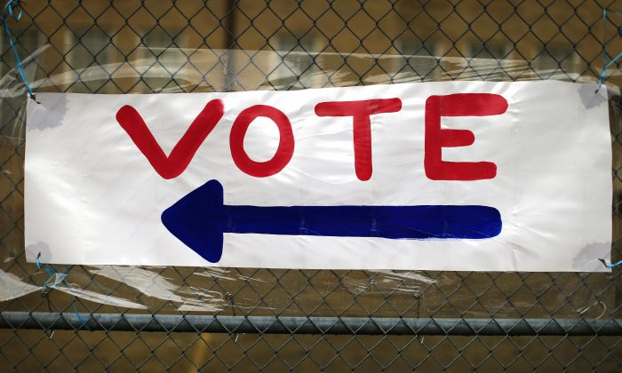 A handmade voting sign points the way to the polls in Fort Worth, Texas on Nov. 8, 2016. (Ron Jenkins/Getty Images)