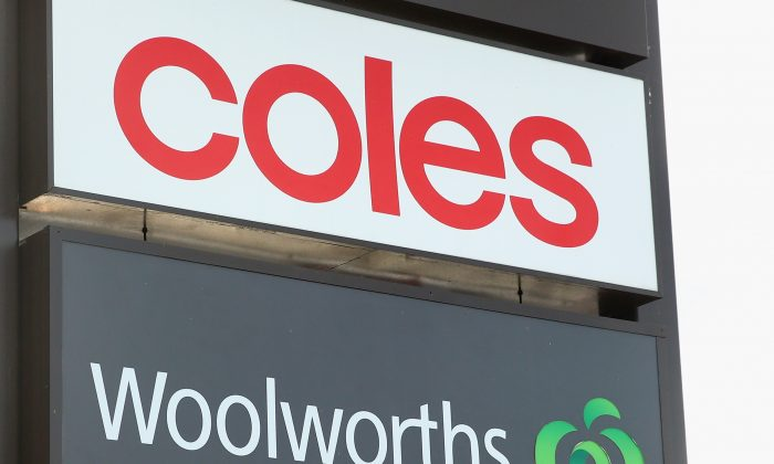Coles and Woolworths signs are seen outside a shopping centre on May 25, 2015 in Melbourne, Australia. (Quinn Rooney/Getty Images)