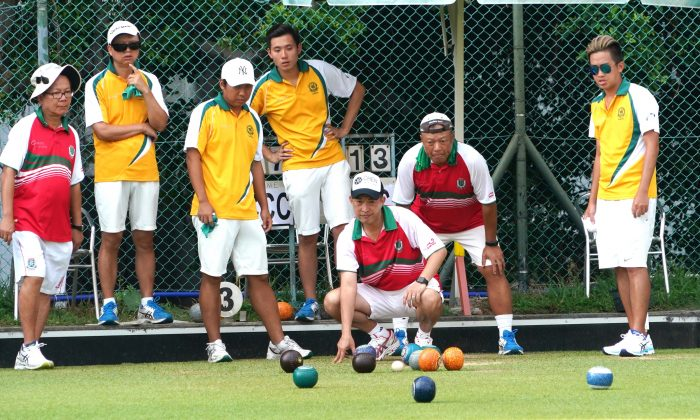 Craigengower Cricket Club (in yellow) defeated a strong Kowloon Cricket Club team 20:15 in the final of the National Fours last Sunday to become the first team to defend the National Fours title since 1997. (Mike Worth)