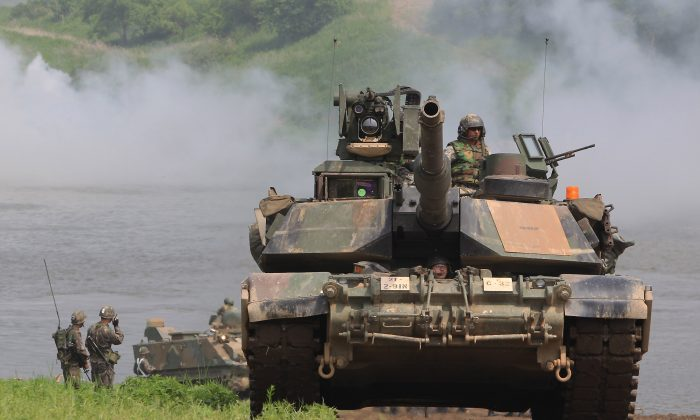 U.S. Army's M1A2 tank from 2nd Battalion, 9th Infantry Regiment of the 1st Armored Brigade Combat Team of 2nd infantry division participate in a river crossing exercise on May 30, 2013 in Yeoncheon-gun, South Korea. Taiwan is reportedly ready to purchase 100 M1A2 tanks from the United States. (Chung Sung-Jun/Getty Images)