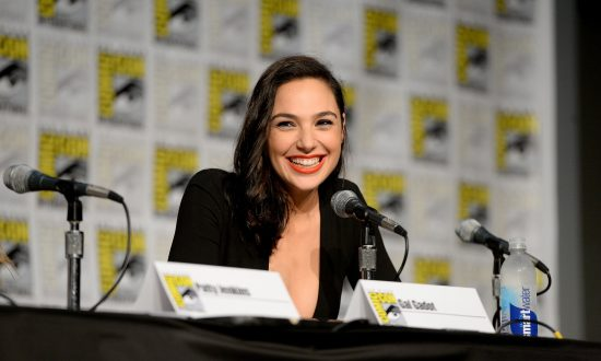 Gal Gadot Dressed as Wonder Woman Surprises Children in the Hospital