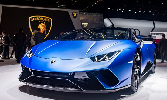 A blue Lamborghini Huracan, unrelated to the incident,  at the 88th Geneva International Motor Show on March 6, 2018, in Geneva, Switzerland. (Robert Hradil/Getty Images)