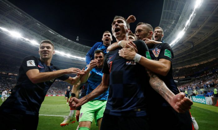 Soccer Football - World Cup - Semi Final - Croatia v England - Luzhniki Stadium, Moscow, Russia - July 11, 2018  Croatia's Mario Mandzukic celebrates scoring their second goal with teammates  (REUTERS/Carl Recine)