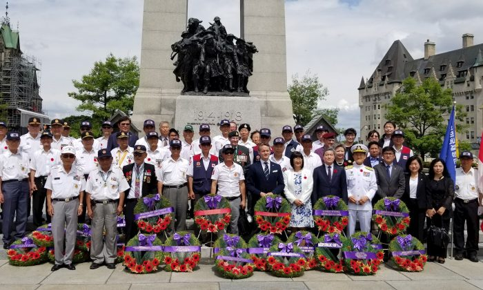 Veterans Affairs Minister Seamus O'Regan and Sen. Yonah Martin (7th and 8th from L) pose with Korean War veterans during a ceremony at the National War Memorial in Ottawa on June 24, 2018, marking the upcoming 65th anniversary of the Korean War armistice. Commemorative ceremonies will take place across the country on July 27, the date in 1953 when the war ended. (Courtesy of Sen. Yonah Martin)