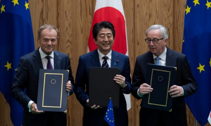 Japanese Prime Minister Shinzo Abe poses after signing a contract with European Commission President Jean-Claude Juncker and European Council President Donald Tusk at the Japanese Prime Minister's office in Tokyo, Japan, July 17, 2018. (Martin Bureau/Pool via Reuters)