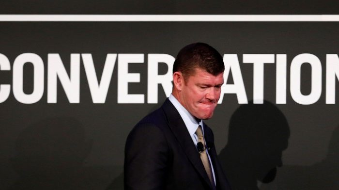 Australian Businessman and founder of Australia's Crown Ltd, James Packer walks to the stage at an evening business event in Sydney October 25, 2012.   (Reuters/Tim Wimborne)