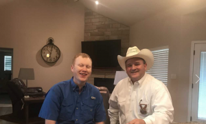Officer bravely donates his kidney to a family friend in need