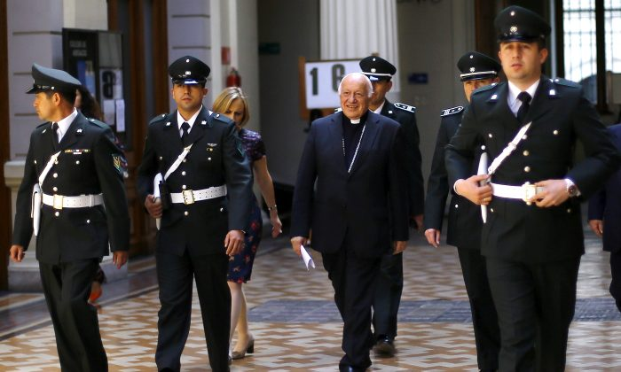FILE PHOTO: Archbishop of Santiago, Ricardo Ezzati arrives at the supreme court building in Santiago city, Chile, Nov. 5, 2015. (Reuters/Ivan Alvarado/file photo)