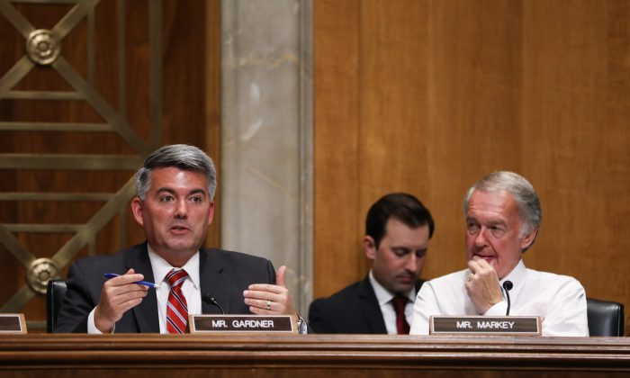 Sen. Cory Gardner (R-Colo.) (L) and Sen. Ed Markey (D-Mass.) at a hearing focusing on China's use of economic coercion as statecraft, in Washington on July 24, 2018. (Samira Bouaou/The Epoch Times)