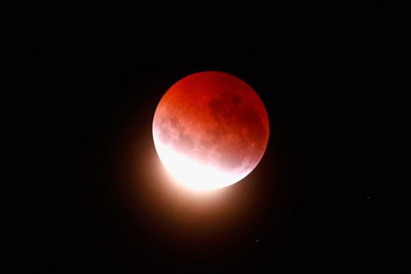 World treated to incredible blood moon