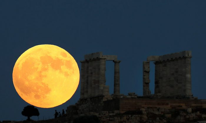 Blood moon dazzles skygazers in centurys longest eclipse