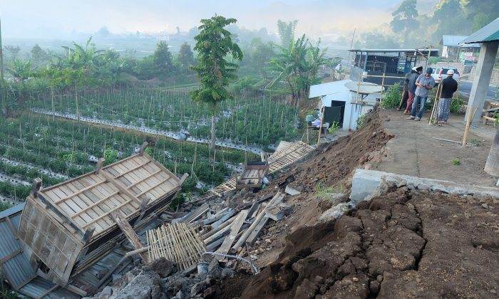 Powerful quake kills at least 10 on Indonesia's Lombok island