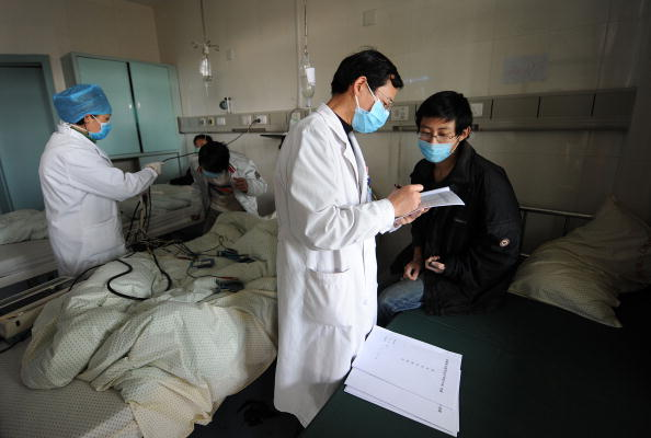 Chinese medical personnel attend to swine flu patients at a hospital in Hefei, eastern China's Anhui Province on November 25, 2009. (STR/AFP/Getty Images)