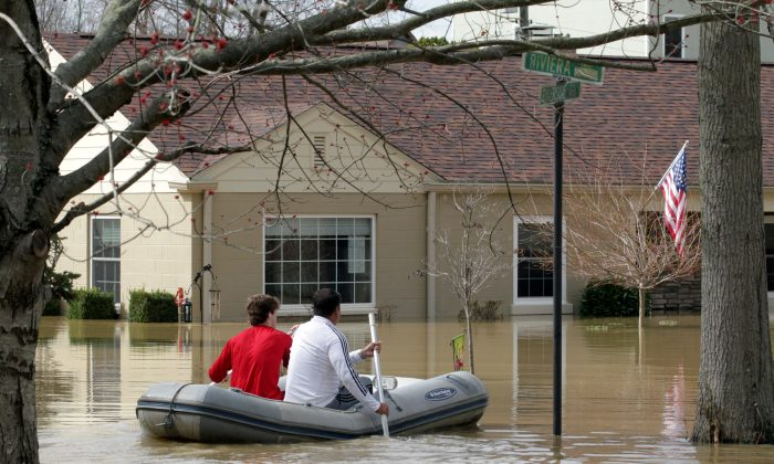 Louisville residents use boats and kayaks to get to their homes along the Ohio River after it flooded Louisville, Kentucky, on Feb. 25. (REUTERS/John Sommers II)