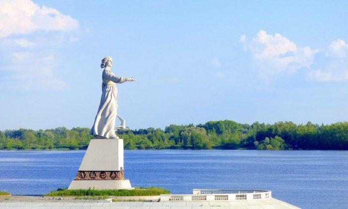 Statue of Mother Volga. (Manos Angelakis)