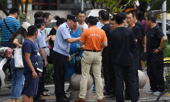 Beijing Authorities Mobilize Scores of Police to Turn Away P2P Lending Victims