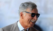 Kroenke Wins Full Control of Arsenal After Usmanov Agrees to Sell