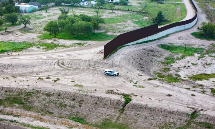 A border wall on the Southern Texas border of Mexico on May 30, 2017. (Benjamin Chasteen/The Epoch Times)