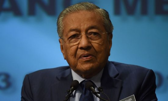 Malaysia PM Aims to Renegotiate 'One Belt, One Road' Projects While Visiting China