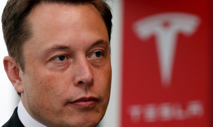 Musk bid for Tesla - no formal offer, no firm deals with advisers