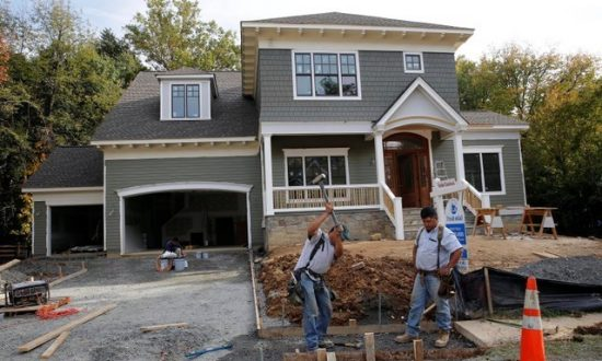 US Homebuilding Slowing; Labor Market Strong