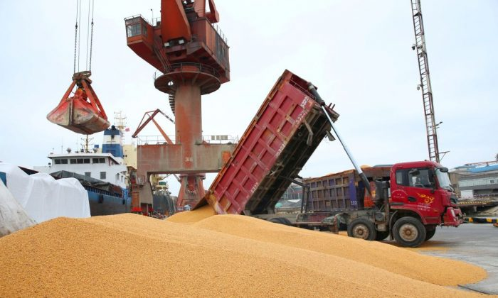 Workers load imported soybeans onto a truck at a port in Nantong in China's eastern Jiangsu Province, on April 4, 2018. (AFP/Getty Images)