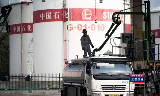 China Shifting Cargoes to Iranian Tankers to Keep Oil Flowing as US Sanctions Resume