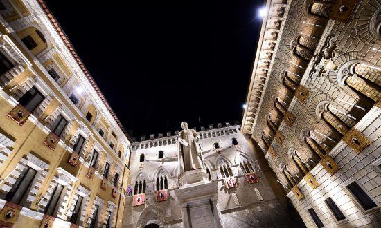 Investors Pile Into Italian Bonds After Moody's Reprieve