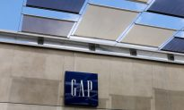 Gap Shares Tumble as Flagship Brand Shows No Sign of Recovery