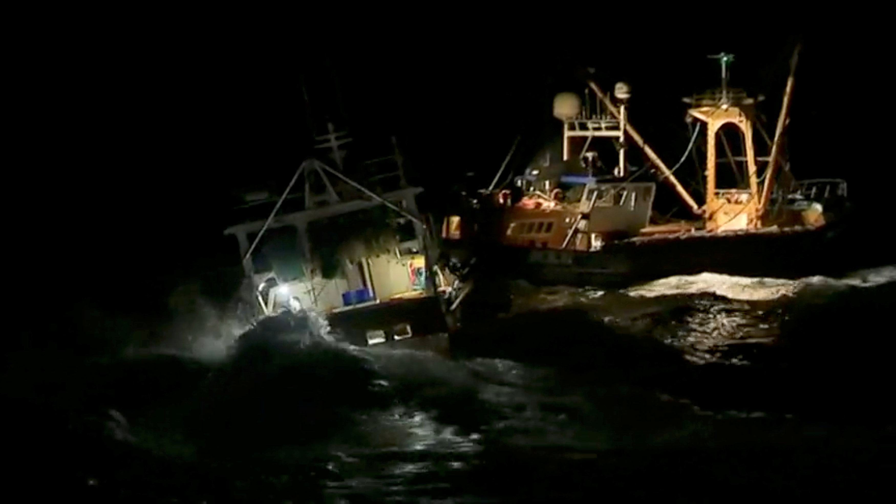 Scallop wars: French fishermen attack British boats in English Channel