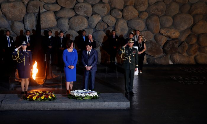 Philippine President Rodrigo Duterte (C) attends a ceremony commemorating the six million Jews killed by the Nazis during the Holocaust, in the Hall of Remembrance at Yad Vashem World Holocaust Remembrance Center in Jerusalem September 3, 2018. REUTERS/Ronen Zvulun