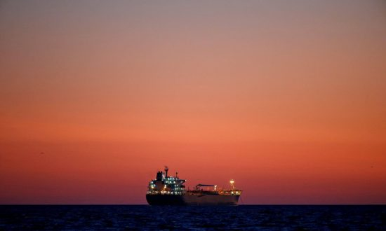 US Oil Prices Rise as Gulf Platforms Shut Ahead of Hurricane