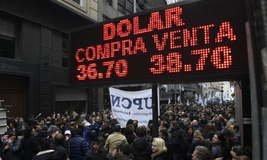 Argentina Unveils 'Emergency' Austerity Measures, Grain Export Taxes to Balance Budget