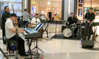 3-Time Grammy Winner Entertains Travelers at Los Angeles Airport