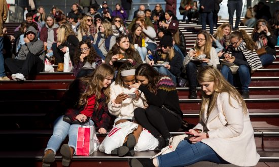 Texting Surpasses In-Person Communication as Favorite Among Teenagers