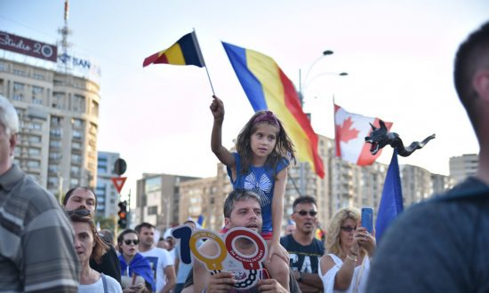 Diaspora rally in Victoria Square in Bucharest on Aug. 10, 2018. (Mihuț Savu/The Epoch Times Romania)