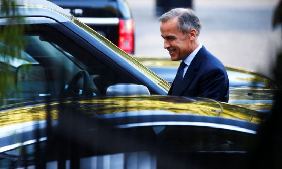 Carney Warns of 'No-Deal' Brexit House Price Crash: Newspaper