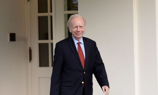 Kerry's Meetings with Iran Send Wrong Message, Former Sen. Lieberman Says