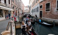 Tourists in Venice May Not Be Allowed to Sit Down Under New Rules