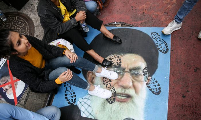 Participants protest the presence of Iranian President Hassan Rouhani at the UN during an Iranian American Community of New York event in New York on Sept. 24, 2018. (Samira Bouaou/The Epoch Times)