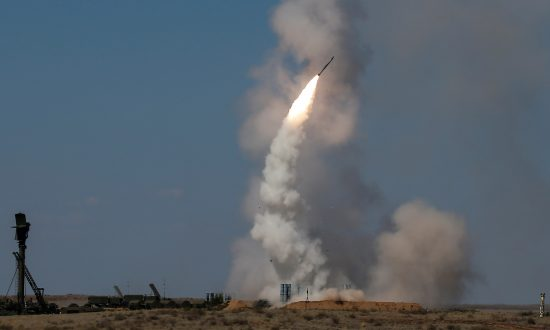 Russia Begins Missile System Delivery to Syria, Warns West on Peace Talks