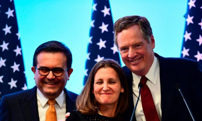 (L-R) Mexican Economy Minister Ildefonso Guajardo, Canadian Minister of Foreign Affairs Chrystia Freeland and US Trade Representative Robert Lighthizer pose for pictures before giving a message to the media during the seventh round of NAFTA talks in Mexico City, on March 5, 2018. (RONALDO SCHEMIDT/AFP/Getty Images)
