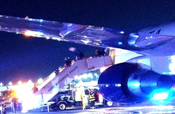 Passengers evacuated from aircraft