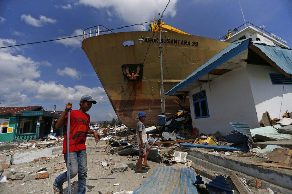 ferry washed ashore by indonesia tsunami sulawesi