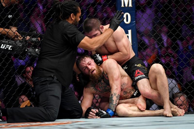 Nurmagomedov submits McGregor at UFC229