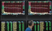 China Shares Tumble, Central Bank's Move to Aid Economy Shrugged Off